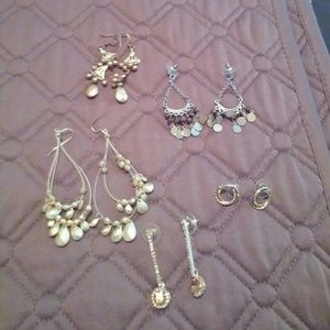 Lot of various gold earrings